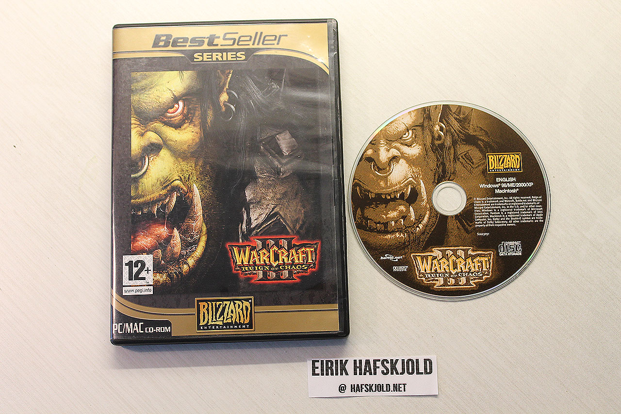 Warcraft III: Reign of Chaos (cover and disc)