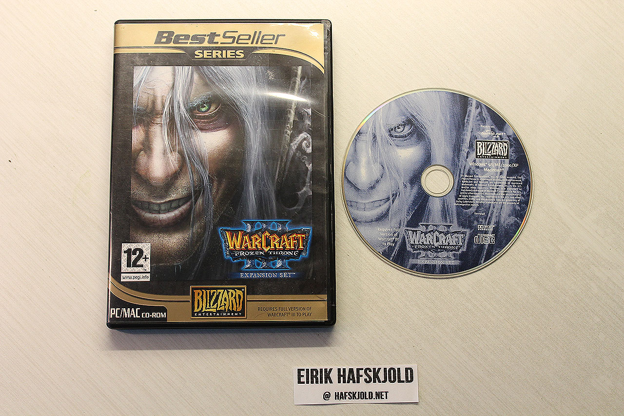 Warcraft III: Frozen Throne (cover and disc)
