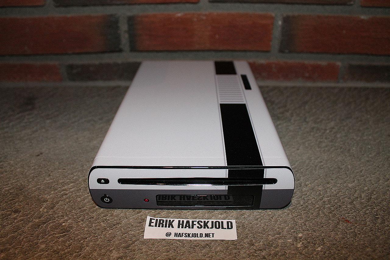 Nintendo Wii U (front)
